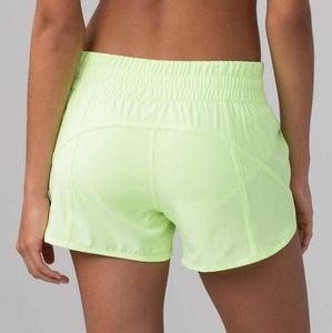 """Lululemon Tracker 4"""" shorts woman size 4 yellow"""